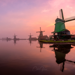 A misty morning by the Zaanse Schans