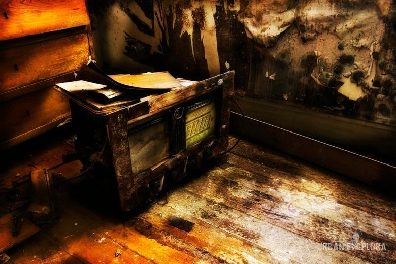 Broken old radio