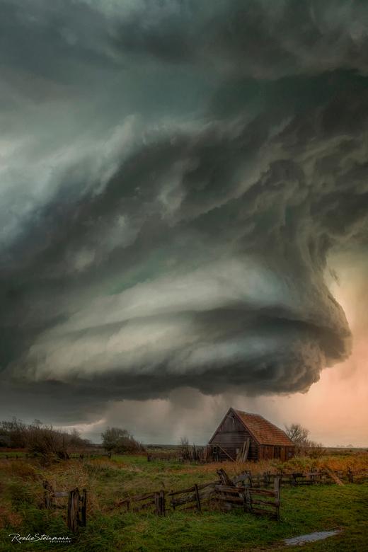 Armageddon  - Wat begon als een uitdaging om photoshop beter te leren gebruiken heeft  dit plaatje opgeleverd. Een heel andere stijl dan mijn doorgaan