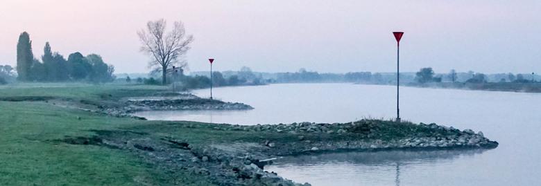 Ijssel bij Herxen (Wijhe) - 16-4-2020 vlak na zonsopkomst