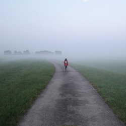 Jorinde loopt de mist in