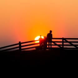 zonsondergang op de dijk