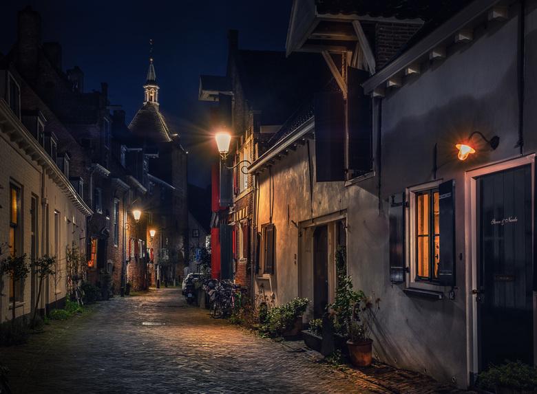 Oud straatje in Amersfoort - Muurhuizen in Amersfoort in de nachturen.
