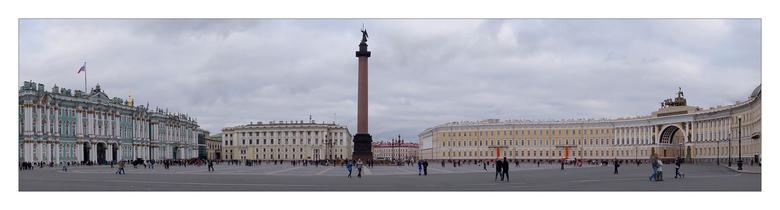 Panorama foto Sint Petersburg - Hierbij een panorama foto van de Hermitage links op de foto en van het winterpaleis van de tsaar rechts op de foto.<br