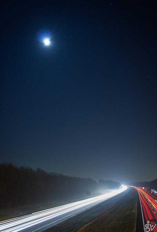 A27 bij nacht II - Canon EOS 600D<br /> EF-S 18-55mm IS II<br /> <br /> Experimentje met lange sluitertijd
