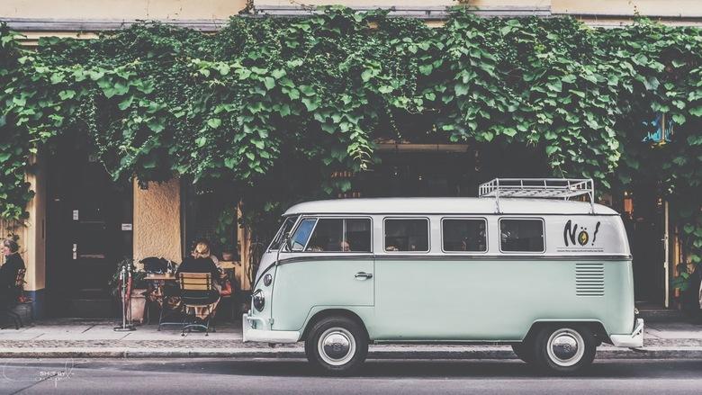 At the coffeeshop. - Vintage busje voor een coffeeshop in Berlijn.<br /> <br /> Voor meer, neem gerust een kijkje op:<br /> https://www.facebook.co