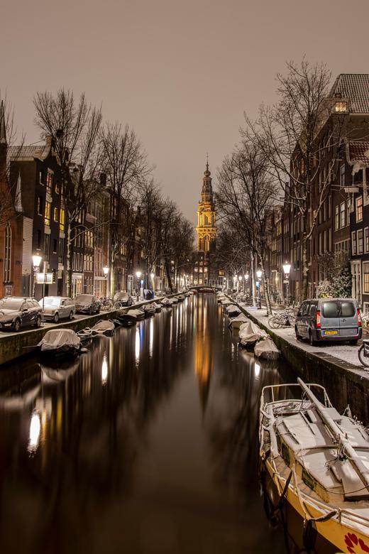 Groenburgwal en Zuiderkerktoren in de sneeuw, Amsterdam - Geschoten vanaf de Staalmeestersbrug