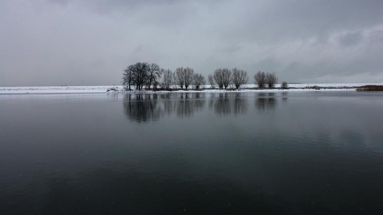 Wintersfeer rivier Het Spui - Deze kastanjes zijn al 400 jaar oud!
