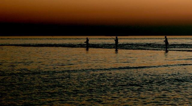 Landschap 01 - 3 Sportvissers bij zonsondergang die hun lijnen uitwerpen