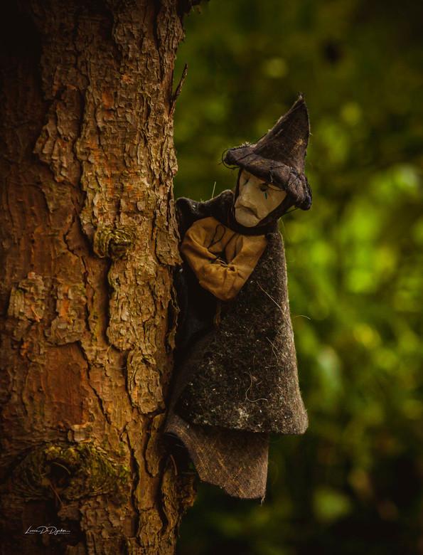 Heksen spotten op het kerkhof -