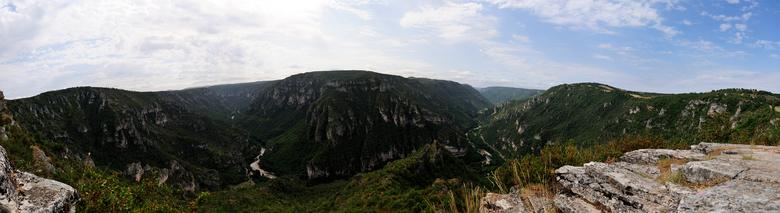 panorama Le Point Sublime - Gorges du Tarn is een gebied in Frankrijk wat echt de moeite waard is om te bezoeken, als je van ruige natuur houdt.
