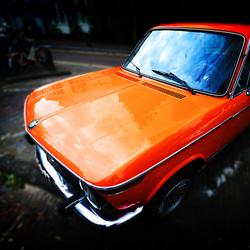 Oranje BMW