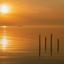 Gouden zonsondergang aan de Waddenkust