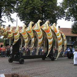 Praalwagen met vogels  in  Tiel
