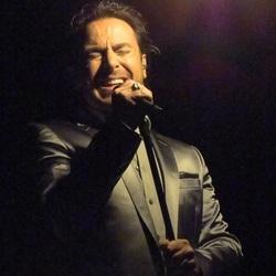 Marco Borsato tijdens het 3Dimensies concert, 11-5-2011.