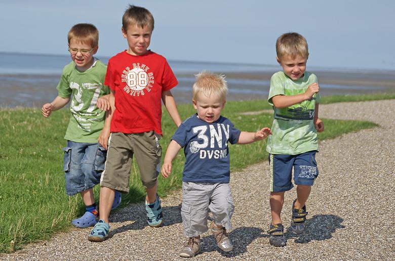 Voor beppe.... - Voor de verjaardag van mijn schoonmoeder met deze mannen naar de zeedijk geweest....Pffff Veel geschoten, maar laat ze maar eens alle