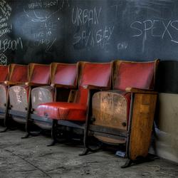 gevolg van verval kun je nauwelijks onder stoelen of banken steken