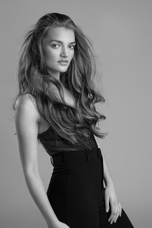 Tess fashionable in Black &amp; White - 4 - Uit de shoot die ik heb gedaan met het prachtige model Tess.<br /> Deze serie heeft via haar ook in een N