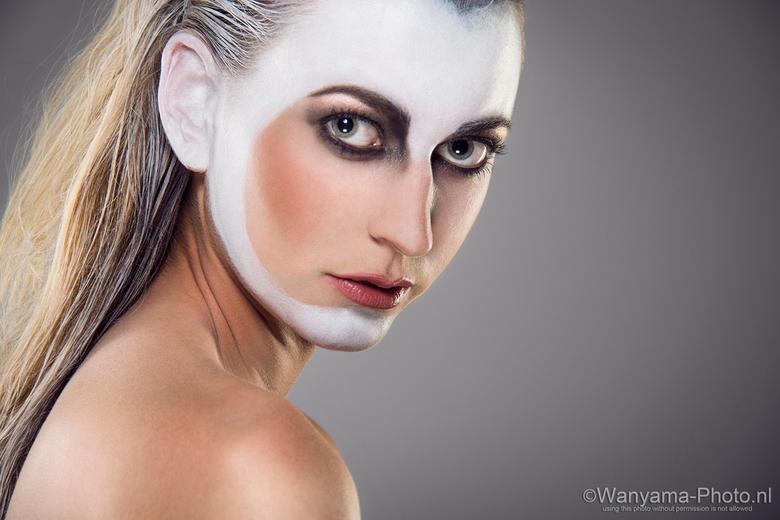 The look - Fotografie/Retouch: Wanyama-photo<br /> Model: Anika Zwinkels<br /> Muah: Esmée Van Paassen<br /> Locatie: #Studio34x.com