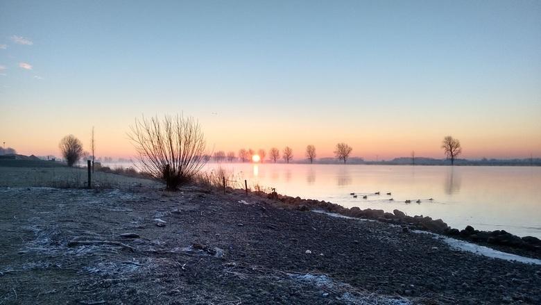 Sunrise Bergse Maas - Zonsopkomst boven De Bergse Maas bij Dussen