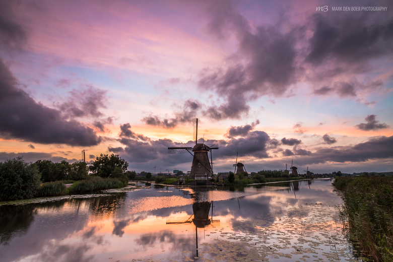 The colors of sunset  - Kinderdijk - Een fantastisch kleurenspel in de lucht net na zonsondergang in Kinderdijk