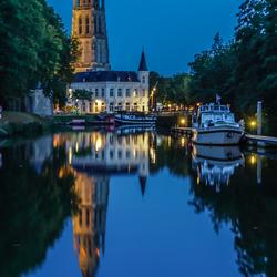 Avond inkijk in de haven van Breda .