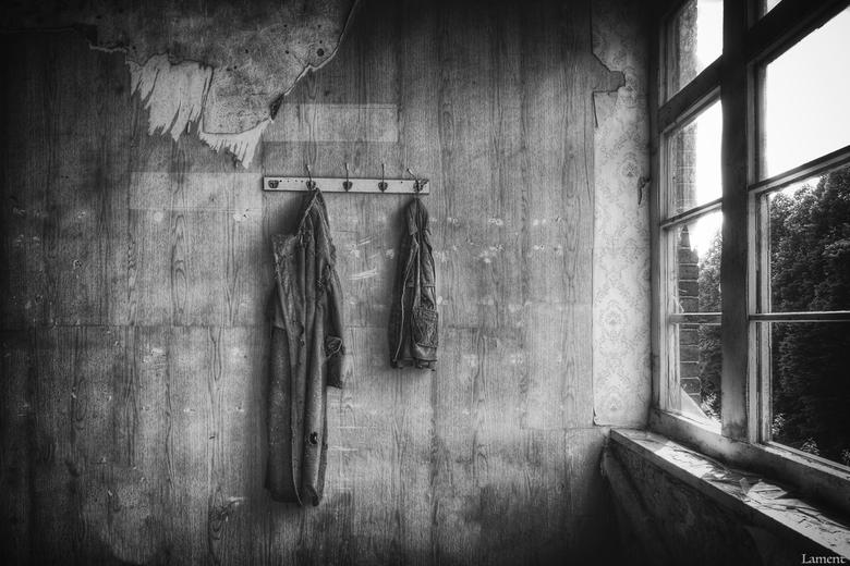 Russia - Russische jassen uit de DDR tijd, gevonden in een locatie waar ze uniformen maakten.