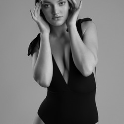 Tess fashionable in Black & White - 2