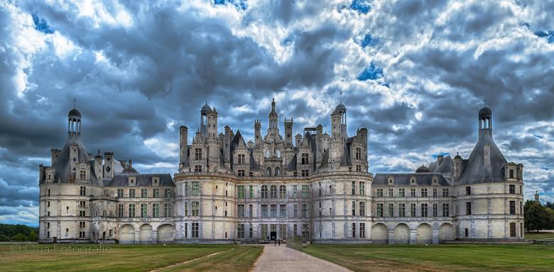 Kasteel Chambord in HDR - Enige jaren geleden het kasteel van Chambord in Frankrijk op de gevoelige plaat gelegd. Wilde er meer pit in hebben waardoor