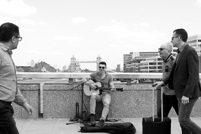 City singer (2)