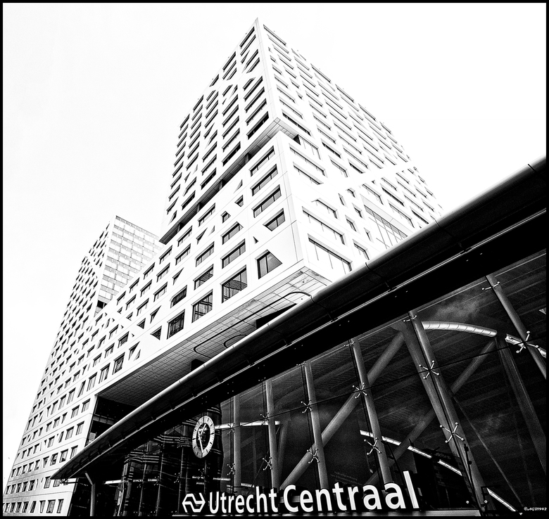 Utrecht Centraal Station. - Utrecht Centraal in zwartwit.
