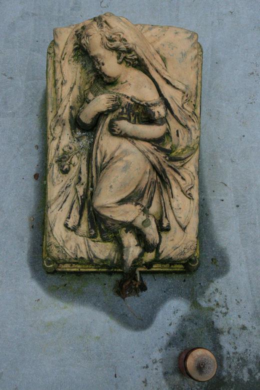 tears - beeld op een graf/Tongeren