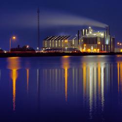 Industrie Delfzijl bij avond