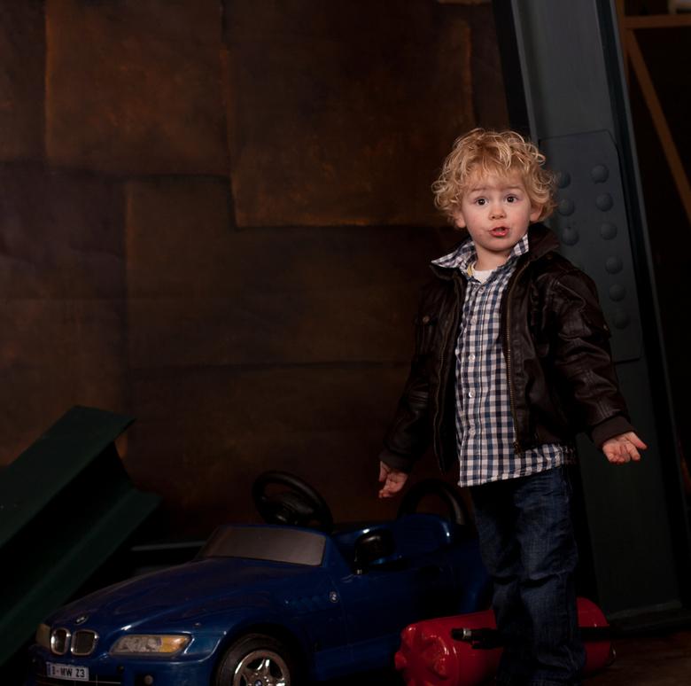 Oliver - een van de foto`s om rekwiesieten en nieuw gebouwt decor uit te proberen.