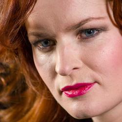 Model Judy Red