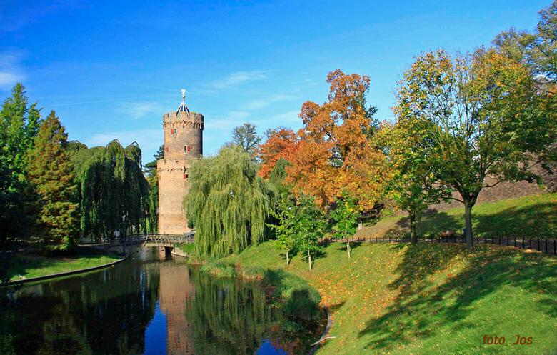 Nijmegen 1 - Het Kronenburgpark met de eerste herfstkleuren. Ieder bedankt voor de reactie op mijn vorige upload. gr.jos