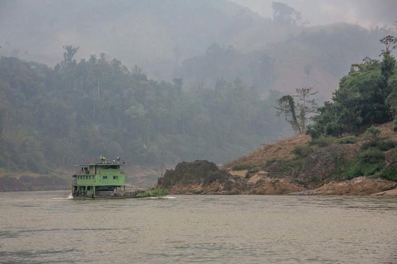 vrachtschip op Mekong -
