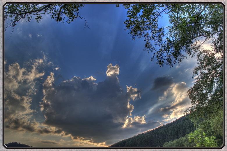 German skies - Tijdens een weekend Duitsland leken de zonnestralen vanuit deze wolk te komen