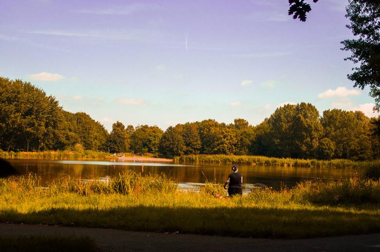 Savonds in het park - Schollebos park <br /> Capelle aan den ijseel<br /> <br /> Nikon D90<br /> ƒ/4.2<br /> Nikkor 18/105 mm<br /> 30.0 mm <br