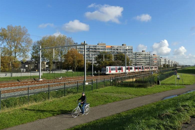 P1090661  Maassluis  Metro  aankomst  station  Steendijkpolder 8 nov 2019  - Hallo Zoomers , GROOT kijken en even lezen . Vandaag een keer geen Truck