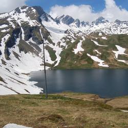 Bergmeer op de grens frankrijk en italie