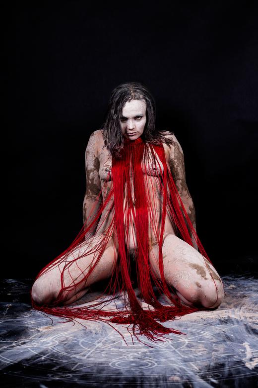 Voodoo priestess Red  - studioshoot, klei bodypaint