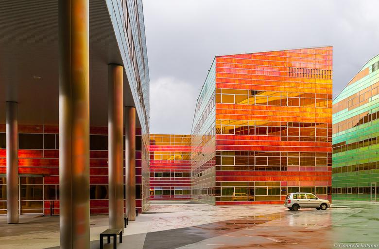 La Defense Almere - La Defense in Almere bestaat uit 2 afzonderlijke gebouwen die als het ware in elkaar geschoven kunnen worden.<br /> De gevels aan