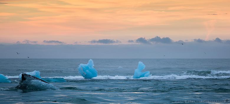 Gletsjer-art - IJsland - Van de macro weer terug naar de ruimte, IJsland<br /> <br /> De Gletsjer Jökulsárlón in IJsland zorgt voor mooie ijssculptu
