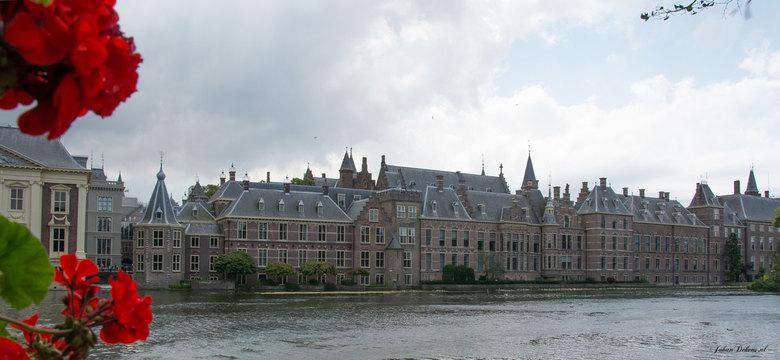 Binnenhof Den Haag - De stad Den Haag dankt haar ontstaan aan het Binnenhof, dat in de loop van de eeuwen zorgde voor een aanwas van bestuurders en we