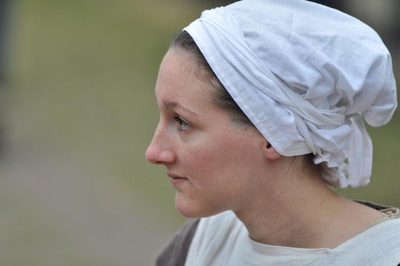 Middeleeuws.JPG - portret van een vrouw tijdens het Ridderfestival op Slot Loevenstein.