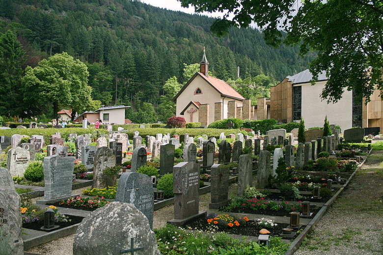 Begraafplaats. - In Todtnau Zwarte Woud Duitsland.<br /> <br /> 18 juni 2016.<br /> Gr Bob.