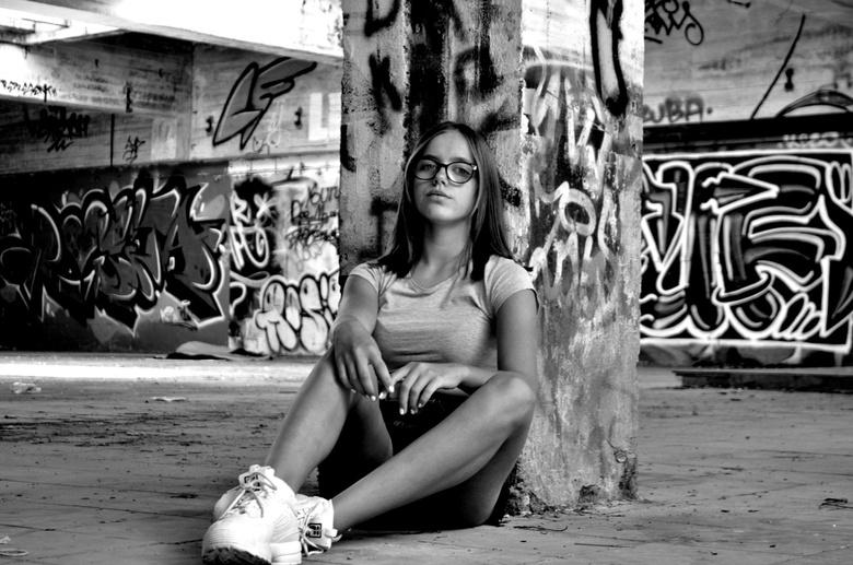 just me - Deze foto werd genomen in het oud vtex gebouw in Kortrijk/België. Het pand wordt er regelmatig opgefleurd door nieuwe graffiti werken.