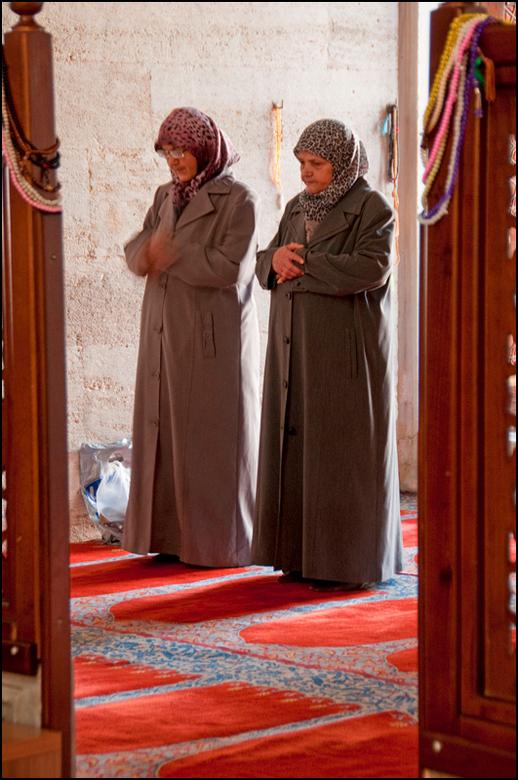 Istanbul 2012-07 - De Turkse mode zal de Nl-se vrouw wel niet aanspreken denk ik zo. En als ik heel eerlijk ben vind ik deze ook niet zo fraai. Deze i
