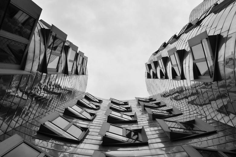 Düsseldorf - Een onderwerp gezocht voor mijn eindwerk van de fotocursus. Het moet een serie van drie worden. Heb voor architectuur gekozen en het mag